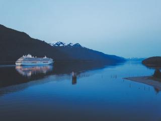Cruise ship by mountain Alaska photo-1504986760686-def829959a20