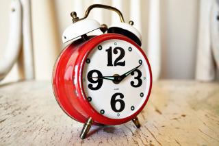 Windup alarm clock with bells 8-18