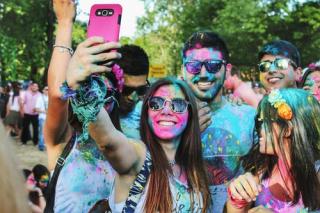 Millennials group selfie at color run 4-19