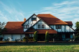 Large suburban home 3-19